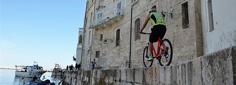 Cykelresa till Apulien på egen hand, Bland byar och slott utefter ostkusten